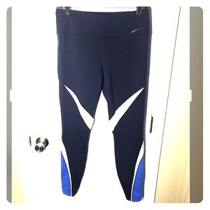 Large NIKE active jeggings
